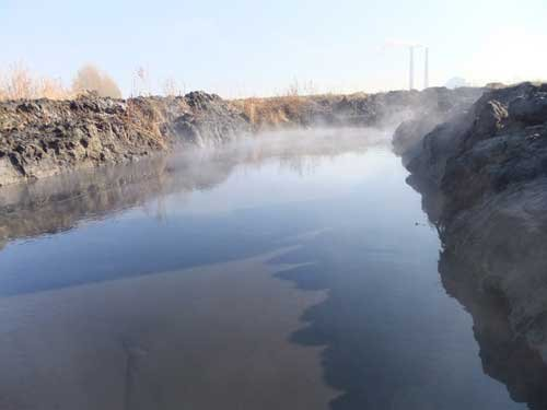 The polluted Muling River flows past several cities including Muling and Jixi, providing water to nearly 2 million people living along it. [cnr]