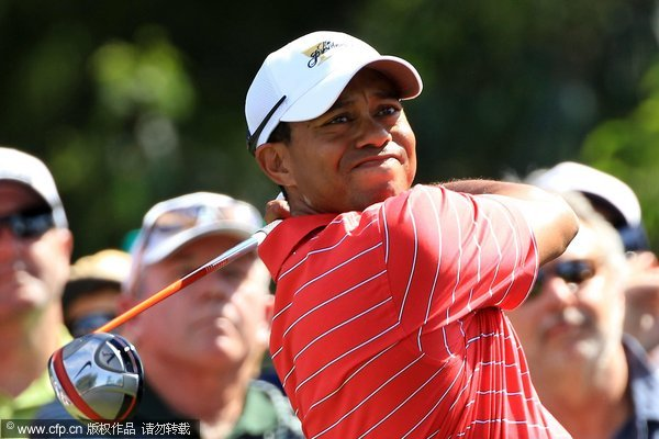 Tiger Woods of the U.S. Team hits his tee shot on the second hole during the Day Two Four-Ball Matches of the 2011 Presidents Cup at Royal Melbourne Golf Course on November 18, 2011 in Melbourne, Australia