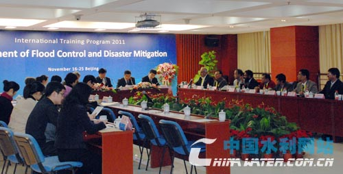Water experts from China, Pakistan, Nepal and Bangladesh gathered in Beijing on Thursday to kick off a 10-day training session on flood control and disaster mitigation.