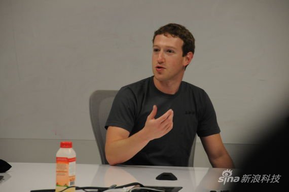 Facebook founder and CEO Mark Zuckerberg revealed Thursday that he studied Chinese in order to please his girlfriend's grandmother who could only speak Chinese. [Photo: Sina.com.cn]