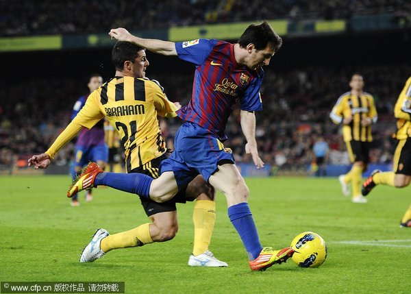 Lionel Messi of FC Barcelona (R) duels for the ball with Abraham Minero of Real Zaragoza during the la Liga Match between FC Barcelona and Real Zaragoza at Camp Nou on November 19, 2011 in Barcelona, Spain.