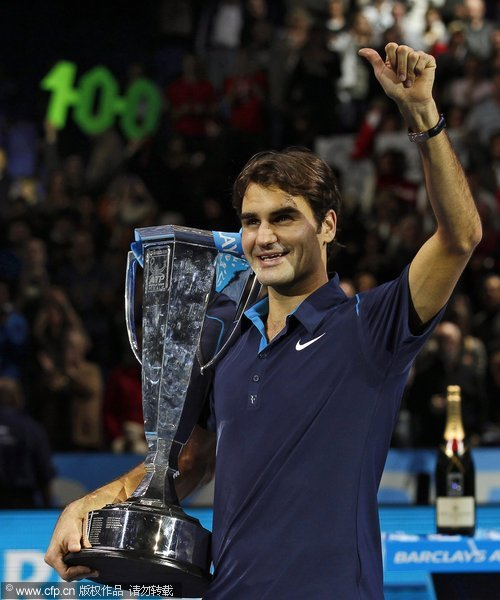 Roger Federer of Switzerland celebrates after winning the ATP World Tour tennis singles final match against Jo-Wilfried Tsonga of France in London, Britain, 27 November 2011. Federer won the 100th final in his career.