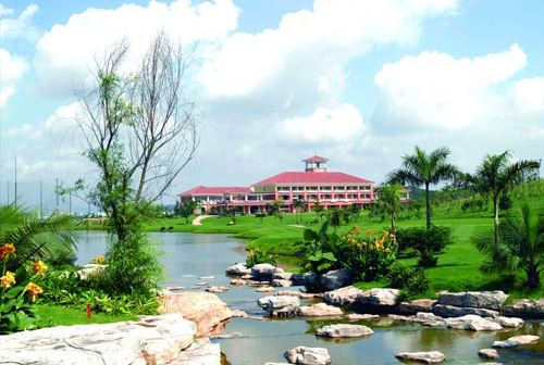 Shenzhen Airport Golf Club, one of the 'Top 10 golf clubs in Shenzhen' by China.org.cn.