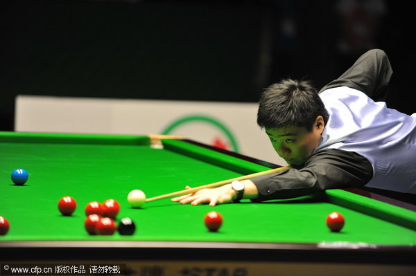 Ding holds off spirited Stevens at UK Championship.