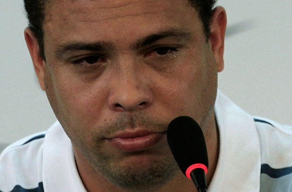 Ronaldo shed tears when announcing his retirement at a press conference. 
