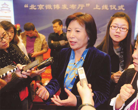 Wang Hui, director of the Beijing government information office, talks to journalists in Beijing at a news conference for the launch of micro blog services for Beijing government bodies in November.[Photo/Xinhua]