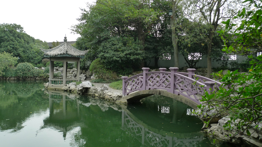Situated southwest of Wuxi, Liyuan Garden is one of the most well-known lakeside gardens in China, covering an area of 5.4 hectares. It is exquisitely designed, and its pavilions, causeways, and corridors, are harmonious in color. [Photo by Xu Lin / China.org.cn]