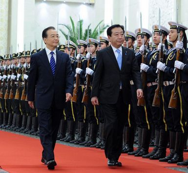 Chinese Premier Wen Jiabao (L, Front) and visiting Japanese Prime Minister Yoshihiko Noda inspect the guard of honour during a welcoming ceremony held at the Great Hall of the People in Beijing, capital of China, Dec. 25, 2011. [Photo/Xinhua]