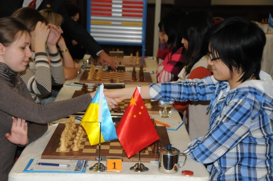  Hou Yifan of China got a draw in China's loss to Ukraine at the 2011 World Women Chess Team Championship. [Source:Sina.com]