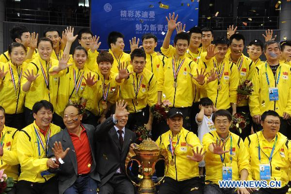 Team members of China react during the awarding ceremony of the 2011 Sudirman Cup in Qingdao, east China's Shandong Province, May 29, 2011. China claimed the champion. (Xinhua/Li Ziheng) 