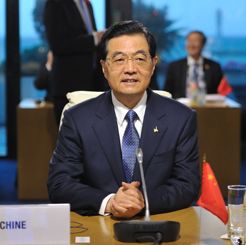 Chinese President Hu Jintao gives a speech at the Group of Twenty (G20) summit in Cannes, France, Nov. 4, 2011.[Xinhua]