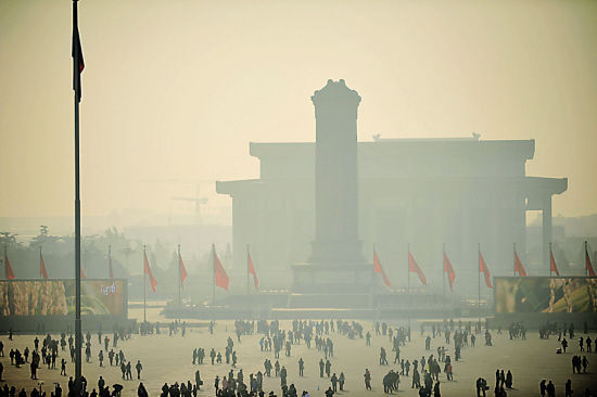 Fog harms Beijing air on Jan. 10 2012. The city begins publishing hourly air quality data. [Xinhua]