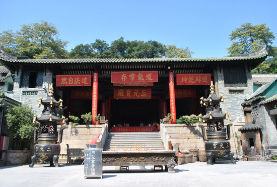 Sanyuan Palace,one of the 'Top 10 temples for Spring Festival prayers' by China.org.cn.