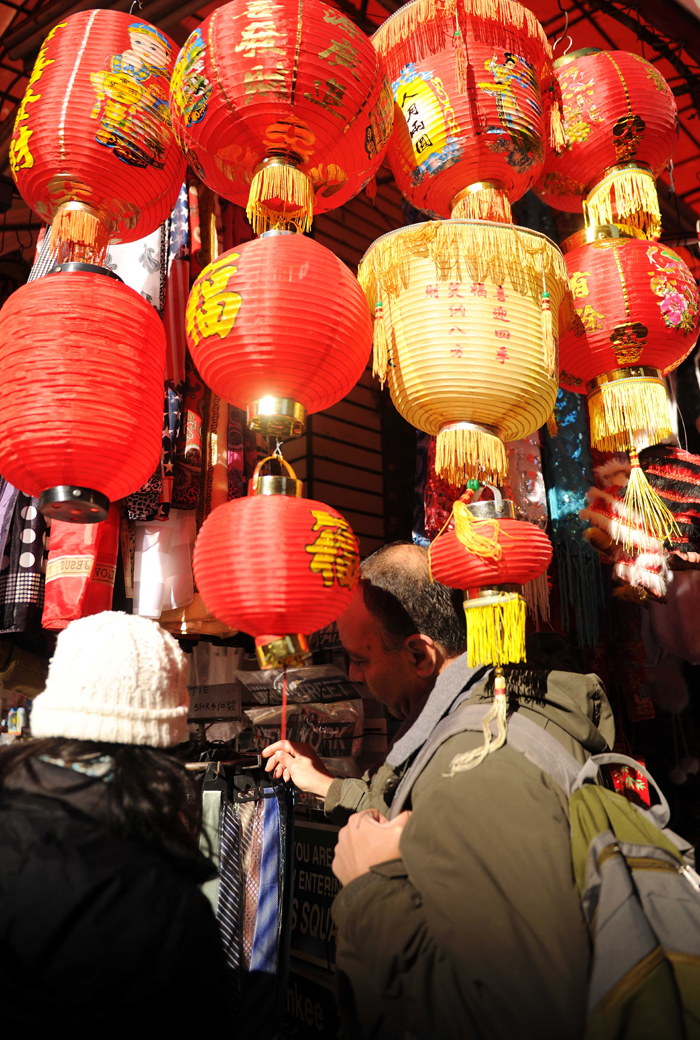People go shopping on Friday in China Town in New York ahead of the Chinese Spring Festival which falls on Jan. 23 this year. [Xinhua photo]