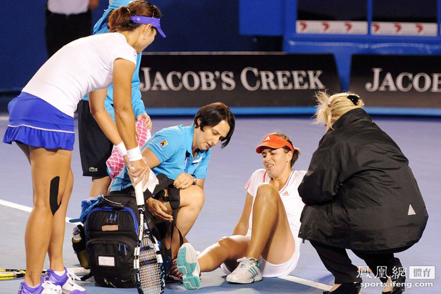 At the Australian Open in Melbourne on Jan. 20, 2012, Li Na was leading 2-0 in the first set and on her serve in the third game when 26th-seeded Spaniard Anabel Medina Garrigues sprained her ankle after returning a ball. Li Na made into the fourth round.