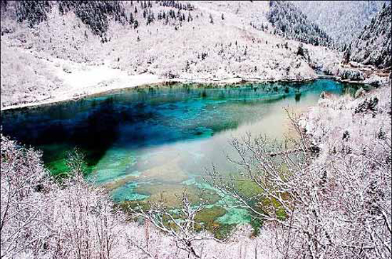 Jiuzhai Valley, one of the 'Top 8 February destinations in China' by China.org.cn.