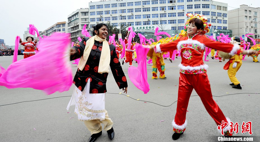 People celebrate the Lantern Festival in Chengdu, Sichuan Province. Monday, the fifteenth day of the first lunar month, is China's traditional Lantern Festival. And the festive atmosphere builds across the country. 