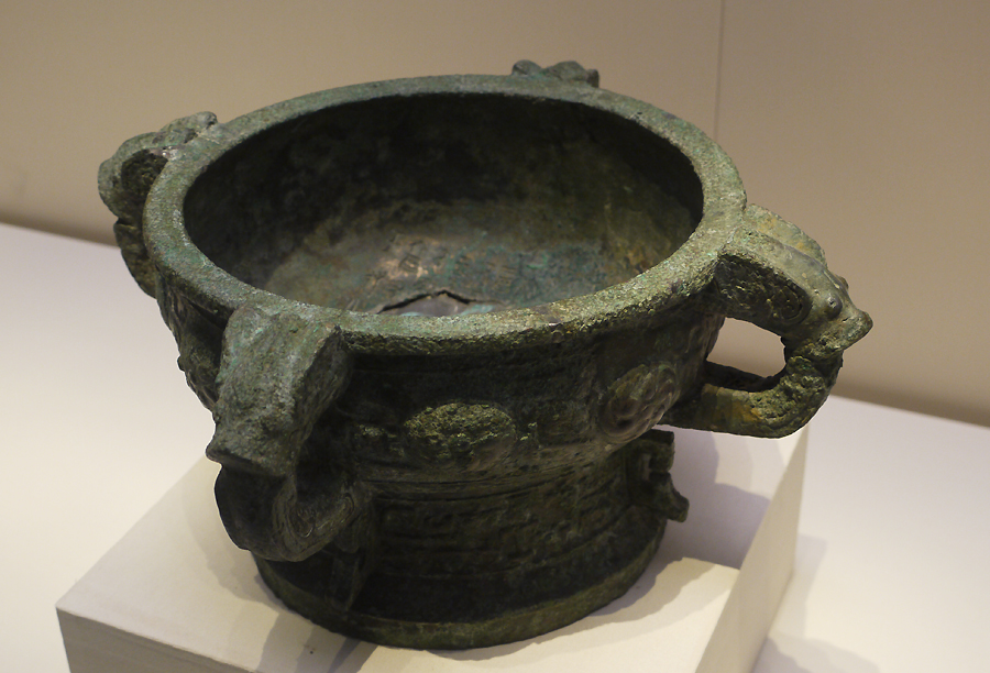 'Yi Hou Ze' Bronze Gui (food container), Western Zhou Dynasty (c. 11th century-771 BC), King Kang's reign, unearthed at Yandunshan, Dantu, Jiangsu Province, 1954. It is exhibited in the section of Exhibition on life, production in Xia, Shang and Western Zhou Dynasties, an exhibition of Ancient China in the National Museum of China. [Photo by Xu Lin / China.org.cn]