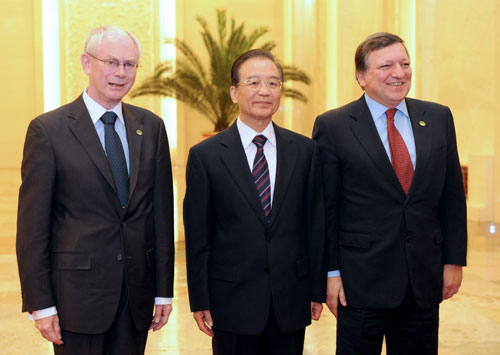 Chinese Premier Wen Jiabao (C) meets with European Council President Herman Van Rompuy and European Commission President Jose Manuel Barroso at the 14th China-EU leaders' meeting in Beijing on February 14, 2012. [Xinhua photo]