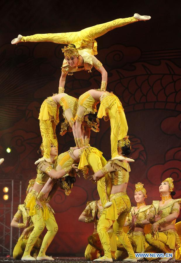 Acrobats of Zhejiang Acrobatic Troupe perform at Piazza del Popolo during the closing celebration of the Chinese Culture Year in Italy in downtown Rome, Italy, Jan. 14, 2012. Inaugurated in October 2010, the Chinese Culture Year in Italy has brought nearly 200 events to 12 regions across Italy, boosting cultural exchanges among the two peoples.