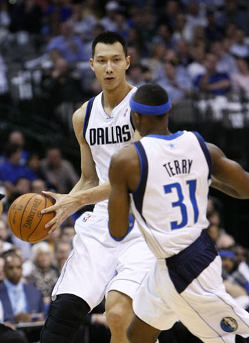Yi Jianlian,one of the 'Top 10 highest-earning Chinese athletes of 2011' by China.org.cn.