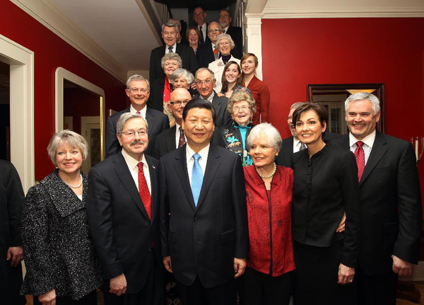 Chinese Vice President Xi Jinping (Front, C) and his old friends pose for group photos in Muscatine, a small city in Iowa, the United States, Feb. 15, 2012.