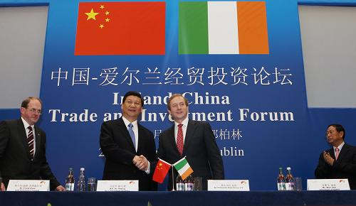 Chinese Vice President Xi Jinping and Irish Prime Minister Enda Kenny attended Ireland and China Trade and Investment Forum in Dublin on Feb. 20, 2012.[Xinhua]