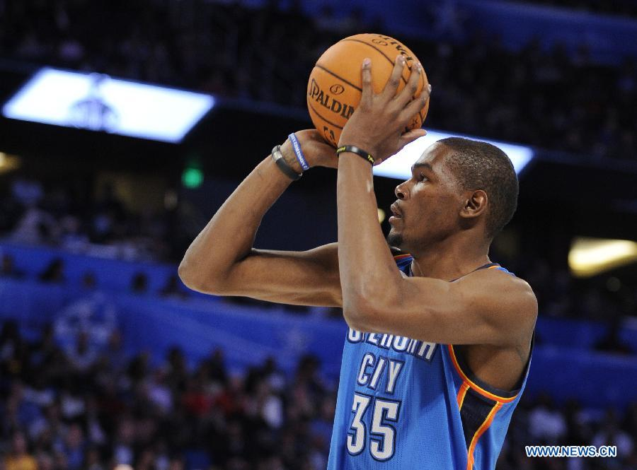 City Thunder's Kevin Durant shoots during the Three-Point Contest ...