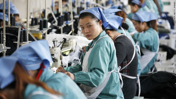 Chinese workers work at a textile factory in east China's Hubei province. [File photo]