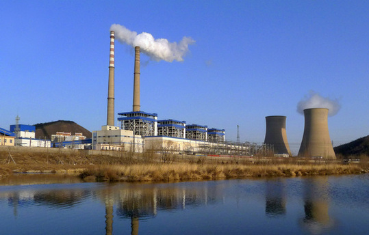 Beijing Jingneng Thermal Power Co Ltd, one of the capital city's largest coal-fired heating and power plants, is located beside Lianshi Lake in Shijingshan district, about 20 kilometers west of Tian'anmen Square. [China Daily]