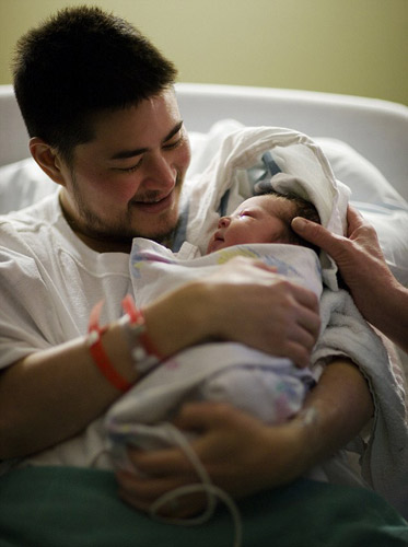 British pregnant man gives birth to his 3rd child - China ...