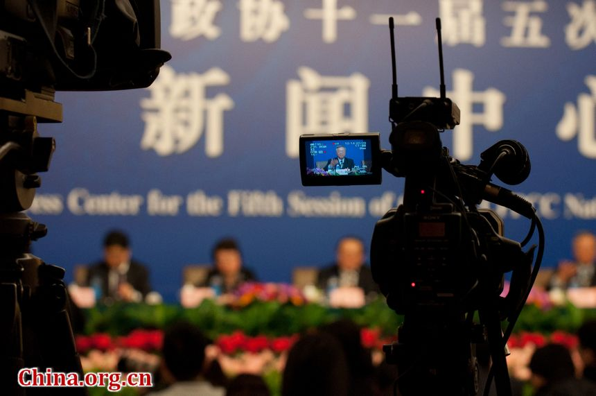 Members of the Chinese People's Political Consultative Conference (CPPCC), the country's top advisory body, hold two press conferences on Saturday morning, March 10, 2012. In the two respective sessions, CPPCC members from the medical and energy fields take the questions from journalists from both home and abroad. [China.org.cn]