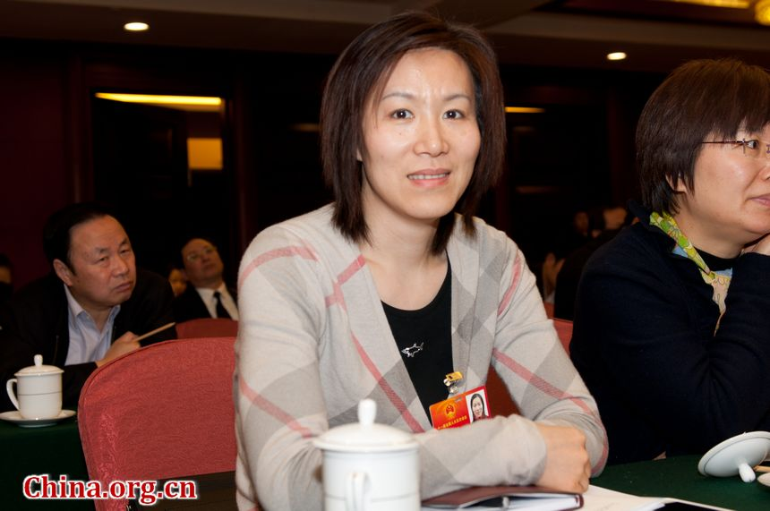 Ge Fei, ex-Olympic women's badminton champion and now a senior official with Jiangsu Province's sports authorities attends China's 11th National People's Congress. [China.org.cn]