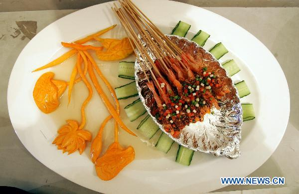 File photo taken on Sept 26, 2010 shows a kind of pan fried prawn in Chengdu, southwest China's Sichuan province. [Photo/Xinhua]