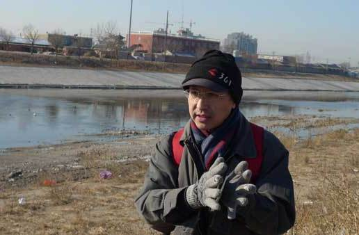 Zhang Junfeng, a 49-year-old Beijing resident, has been hiking along the rivers, ravines and reservoirs in the capital every Saturday since 2007 to monitor the water quality.[China Daily]