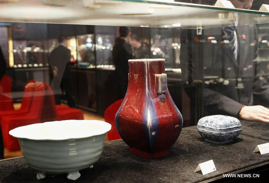 Photo taken on March 21, 2012 shows pieces of chinaware displayed during the preview of the 29th China Guardian Quarterly Auction in Beijing. The three-day quarterly auction will kick off here on March 24, following a three-day preview that started on Wednesday. The preview exhibits some 2,600 Chinese painting and calligraphy works, 1,800 pieces of chinaware, furniture and craftwork, as well as 680 rare books and manuscripts.