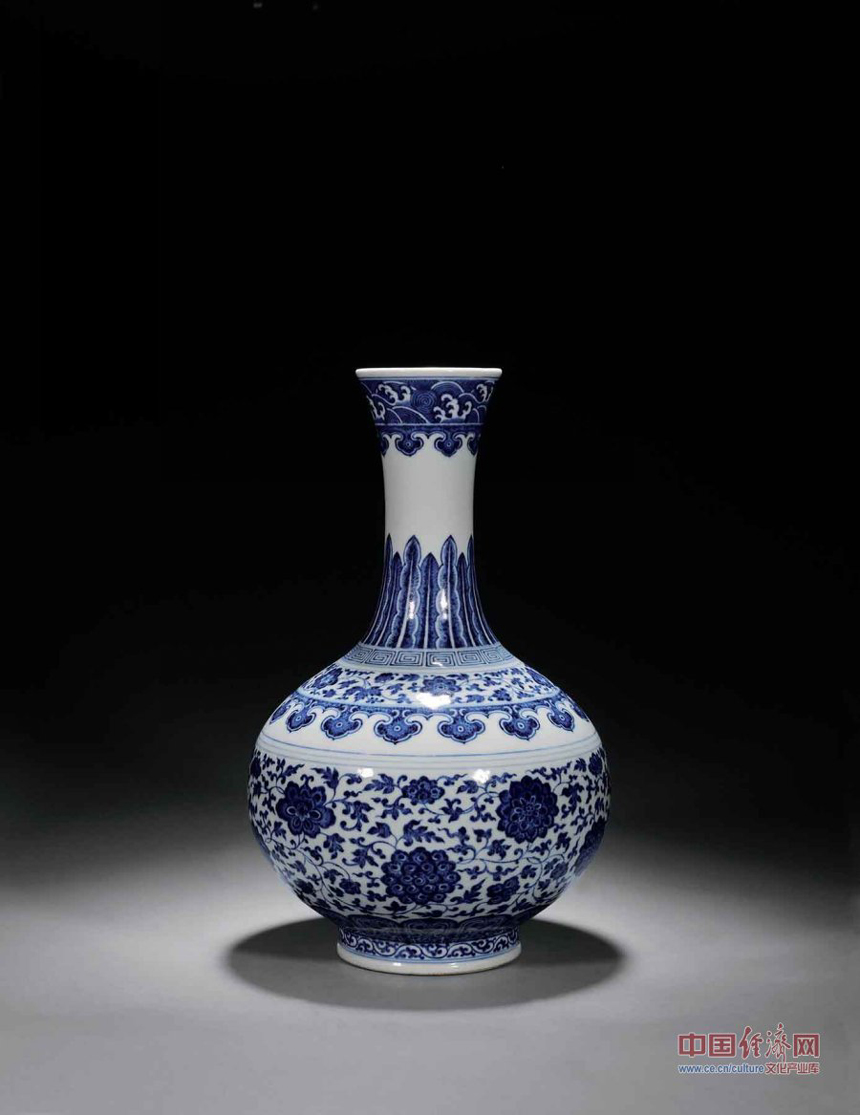 A piece of craftwork displayed during the preview of the 29th China Guardian Quarterly Auction in Beijing. The three-day quarterly auction will kick off in Beijing on March 24, following a three-day preview that started on Wednesday. The preview exhibits some 2,600 Chinese painting and calligraphy works, 1,800 pieces of chinaware, furniture and craftwork, as well as 680 rare books and manuscripts.