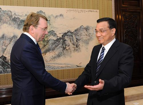 Vice Premier Li Keqiang meets with Vladimir Kozhin, director of the Russian Presidential Administration Bureau, on March 22, 2012, at the Zhongnanhai compound in Beijing. [Xinhua]