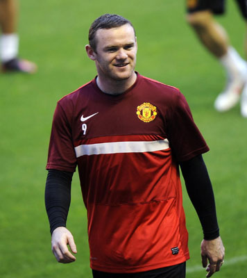 Rooney apologizes for breaking young fan's wrist