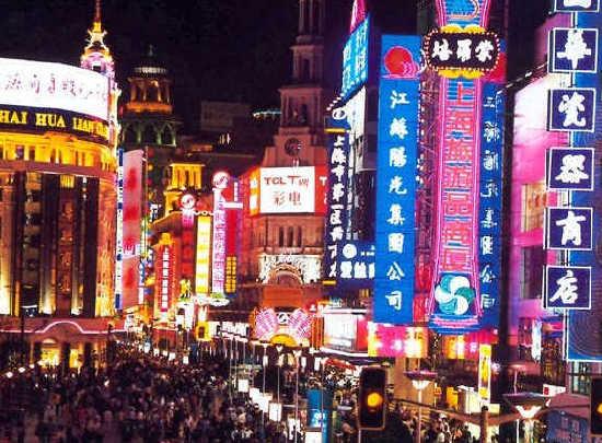 Shanghai's greenery bureau seeks more effective management of decorative lighting. [File photo]