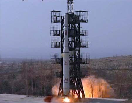 """这是朝鲜2009年4月发射的""""光明星2""""号。"""