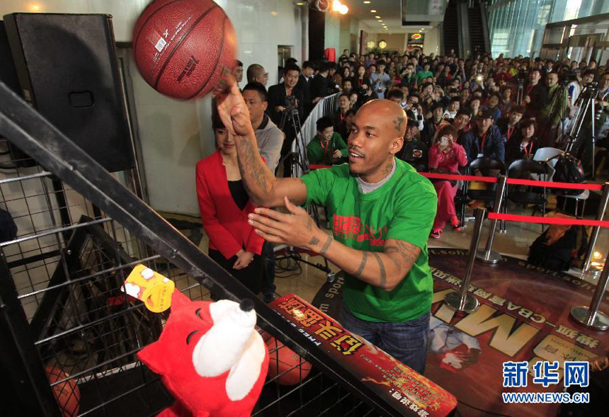 The awarding ceremony for the Most Valuable Player of CBA Finals sponsored by the CBA official website and voted by netizens is held in Beijing Sunday night. Stephon Marbury wins the championship with 75 percent votes. Beijing Ducks, led by Stephon Marbury who notched game-high 41 points on April 30, clinched their first-ever title of the CBA league.