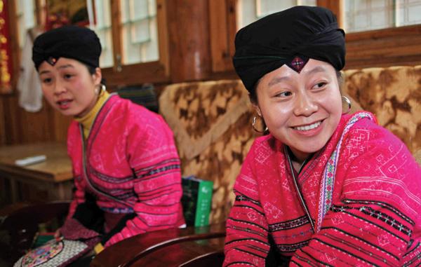 Young Hongyao women wear headscarves before marriage. Huo Yan / China Daily