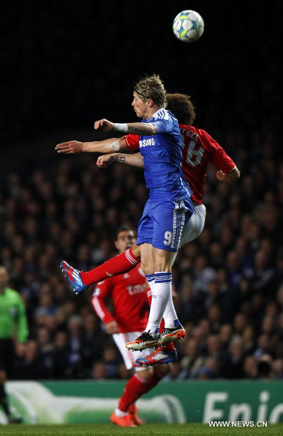 Fernando Torres (F) of Chelsea vies with Axel Witsel of Benfica during the UEFA Champions League Quarterfinal second leg match between Chelsea and Benfica at Stamford Bridge on April 4, 2012 in London. (Xinhua/Wang Lili)