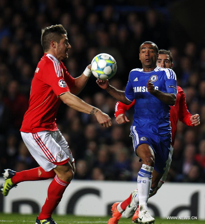 Ashley Cole (R) of Chelsea vies with Javi Garcia of Benfica during the UEFA Champions League Quarterfinal second leg match between Chelsea and Benfica at Stamford Bridge on April 4, 2012 in London. (Xinhua/Wang Lili)