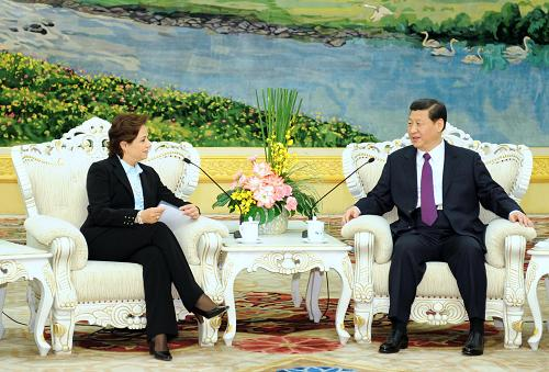 Chinese Vice President Xi Jinping met with Mexican Foreign Minister Patricia Espinosa in Beijing on April 6, vowing to boost growth of the two countries' strategic partnership.