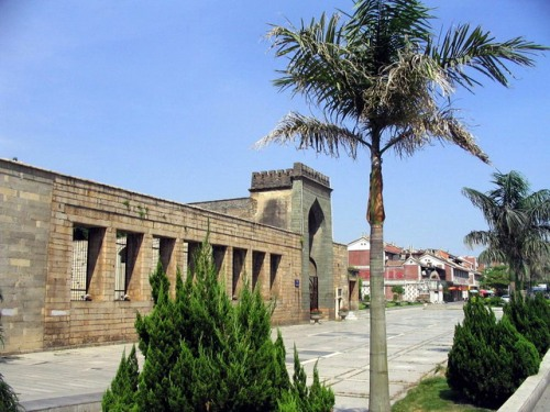 Located in Tumen Street, Licheng District, Quanzhou City, Fujian Province, Qingjing Mosque is the oldest mosque in China featuring the Arabic architectural style.