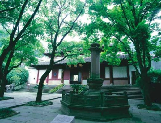 Baoguo Temple, situated 15 kilometers from downtown Ningbo City on the side of Lingshan Mountain, is the oldest and most completely preserved wooden structure in south China.