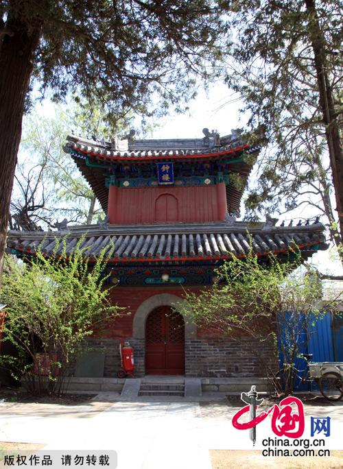 Situated south of Jiaozi Alley outside Xuanwumen, Fayuan Temple is the oldest ancient Buddhist temple in Beijing. It also houses the China Buddhist Association, the China Buddhism Institution and the China Buddhism Library and Relic Center, thus serving as an important venue for nurturing young monks and Buddhist research. [China.org.cn]