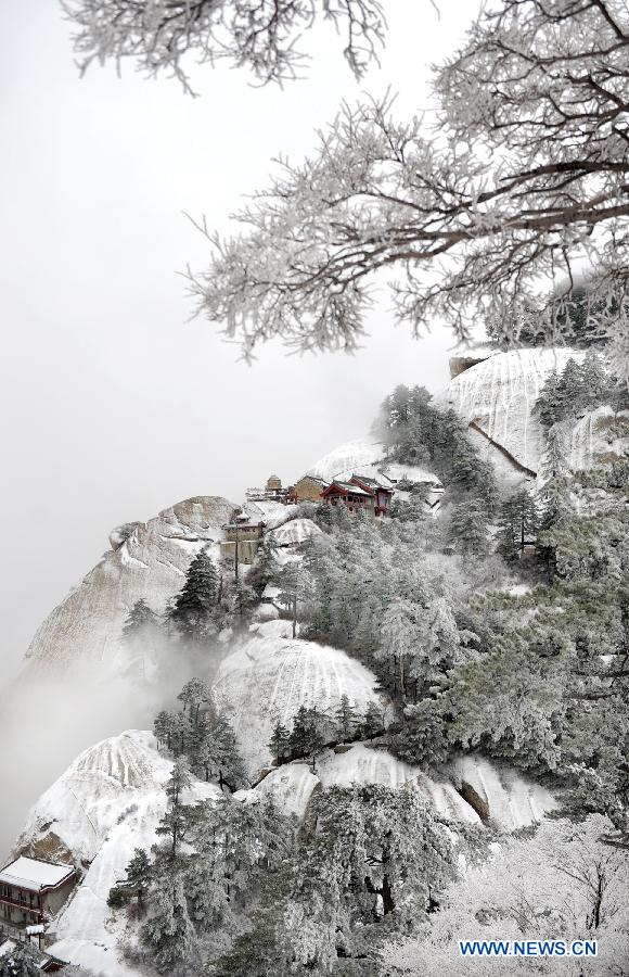 Photo taken on April 12, 2012 shows the snow scenery at Huashan Mountain Scenic Area in Xi'an, capital of northwest China's Shaanxi Province. A snow hit Mt. Huashan on Thursday early morning, bringing charming sceneries to the tourist site. (Xinhua/Tao Ming)